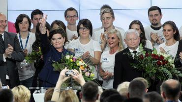 Beata Szydło i Jarosław Kaczyński na wieczorze wyborczym w sztabie PiS