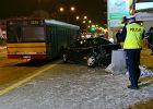 Pl. Szembeka: pijany kierowca wjecha� w przystanek. S� ranni