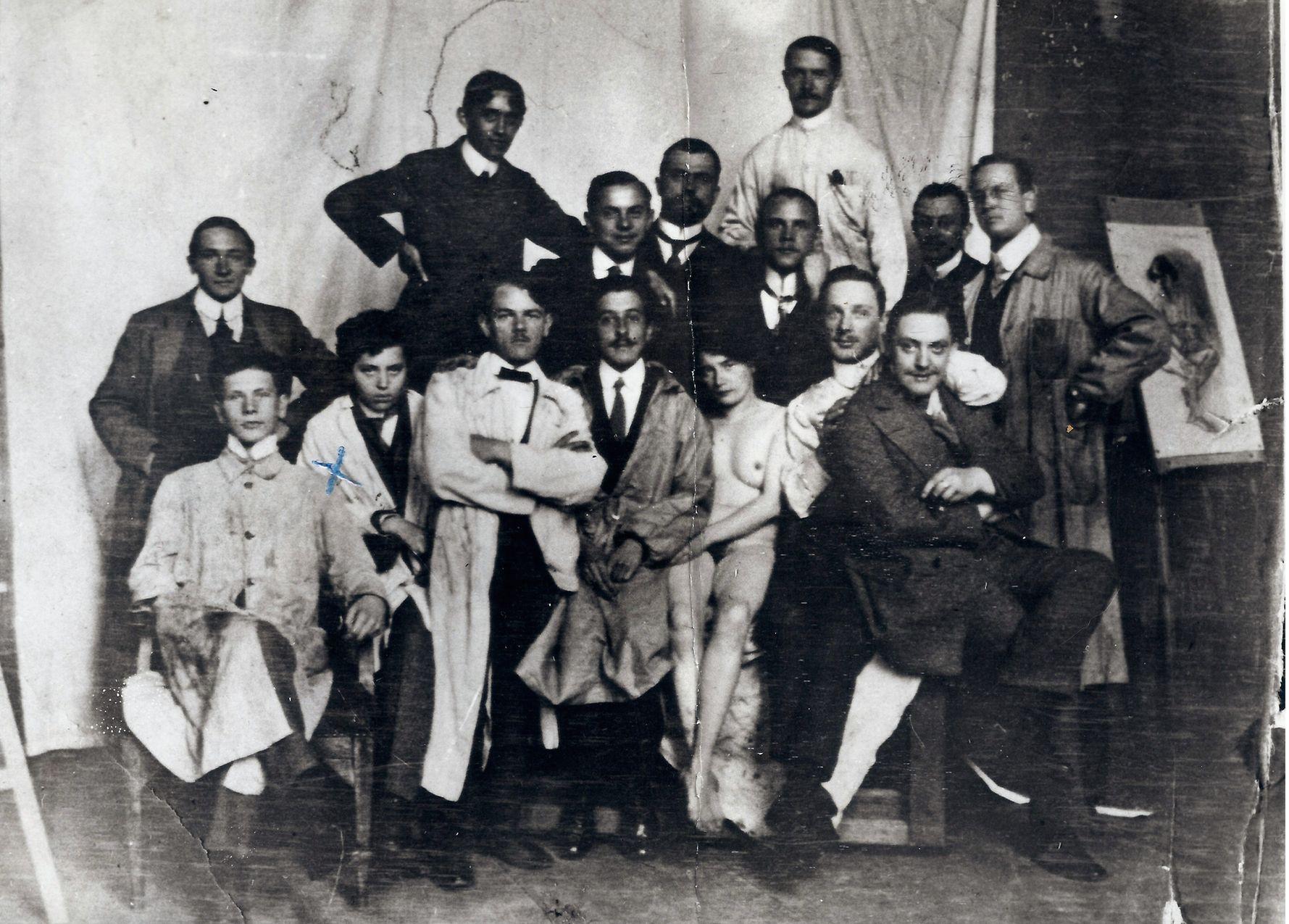 Akademia Sztuk Pięknych w Monachium, 1911/1912 r. Zofia Lubańska (jako Tadeusz Grzymała) druga od lewej (fot. archiwum rodziny Stryjeńskich)