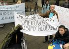Protest opiekun�w doros�ych niepe�nosprawnych przed Sejmem. Rozmowy z ministrem zako�czy�y si� fiaskiem
