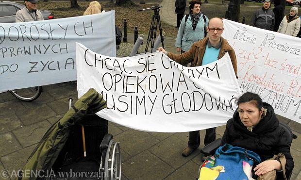 Życie z niepełnosprawnym za 800 zł. Opiekunowie: Czy dla rządu jesteśmy niewidzialni?