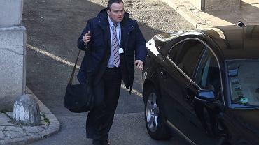 Szef ABW Piotr Pogonowski w drodze na posiedzenie komisji ds. służb specjalnych. Sejm, 25 listopada 2015 r. Przez 18 miesięcy kierowania Agencją Bezpieczeństwa Wewnętrznego jej szef awansował z kaprala na pułkownika