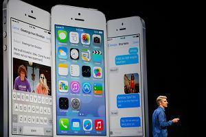 Telefon bez klawiatury mia� by� pora�k�, a kupi�o go miliard os�b na ca�ym �wiecie. Niesamowity wynik iPhone'a!