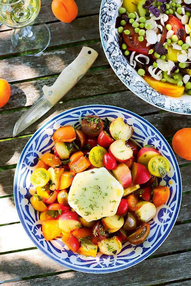Sałatka z pomidorów z morelami i brzoskwiniami