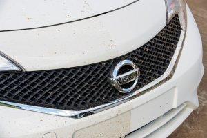 Niebrudzący się lakier Nissana