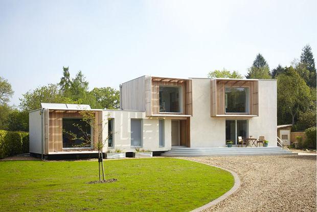 Projektant Kevin McCloud ma jasno określony cel - pomóc ludziom w realizacji marzenia o idealnym domu. Nietypowe projekty, ekologiczne rozwiązania i innowacyjne technologie nie mają przed nim tajemnic.