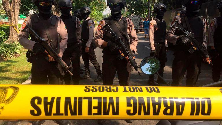 Zamachy, w których zginęło 11 osób, przeprowadzono w trzech kościołach w Surabai