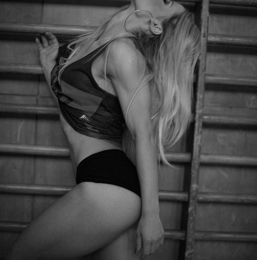 Ćwiczenia siłowe dla kobiet do wykonania w domu | sunela.eu