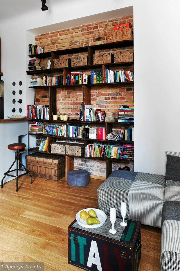 Wnętrza, książki w domu, regał na książki, biblioteczka