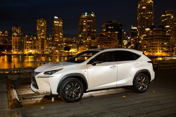 Lexus podbija Rosję | Rynek odbija się od dna