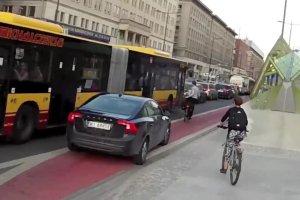 Fantazje kierowcy volvo na �cie�ce rowerowej w Warszawie