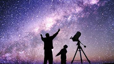 Droga Mleczna, wcale nie największa wśród galaktyk, zawiera od 100 do 400 miliardów gwiazd. We Wszechświecie jest ponad 100 miliardów galaktyk