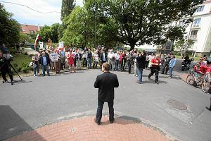 Manifestacja przed domem premiera w Sopocie. Nielegalna, ale bez przepychanek
