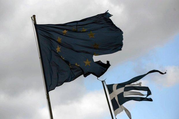 K�opoty Grecji uderzaj� w polsk� walut�. Z�oty najs�abszy od miesi�cy, dro�eje frank, euro, dolar i funt
