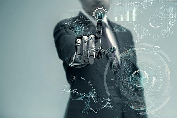 Zastanawiamy się nie nad tym, 'czy roboty powinny zastąpić ludzi w pracy', ale raczej: 'w którym momencie to nastąpi? Co możemy zrobić, żeby się przystosować?'