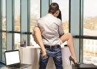 Zyskaj kobietę, nie trać pracy. Jak romansować w firmie
