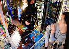 Wyjął pistolet w sklepie na Pradze. Ekspedient powstrzymał go jednym ruchem [WIDEO]
