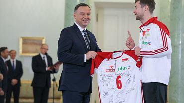 Prezydent Andrzej Duda z siatkarzami