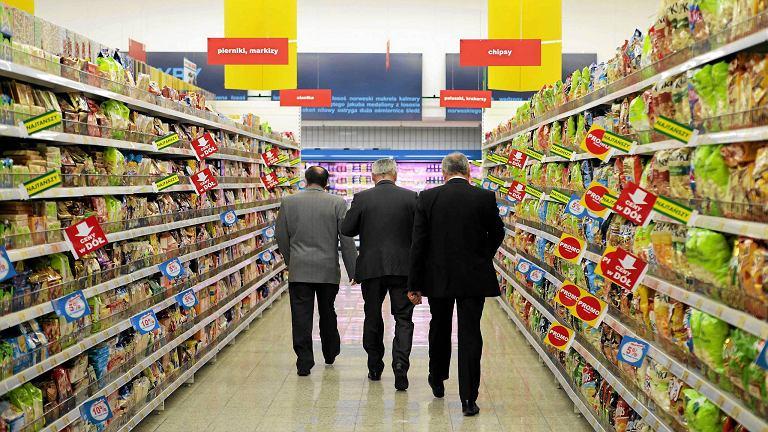 Uwzględniając fakt, że zaledwie 3 proc. produktów na sklepowych półkach nie wymaga opakowania, to wniosek jest prosty: podrabianie znanych marek to raj dla oszustów i poważny problem dla producentów