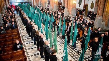 Kilkuset ONR-owców uczestniczyło w mszy w białostockiej katedrze wramach obchodów 82-lecia organizacji