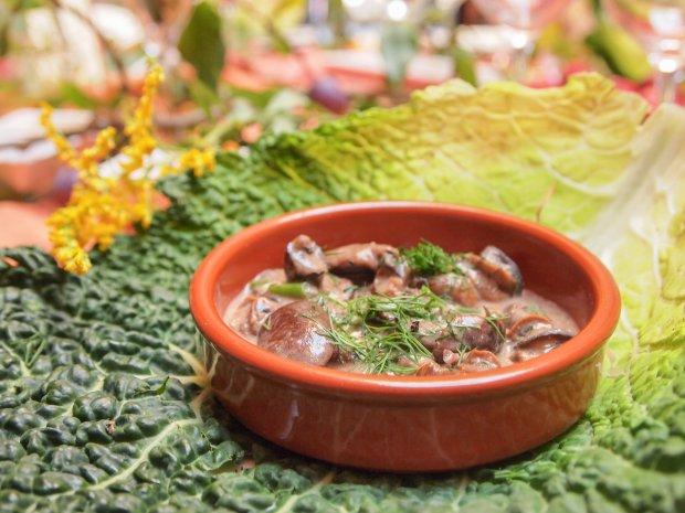 Restauracja Toga, winniczki z grzybami w śmietanie (fot. Basia Starecka)