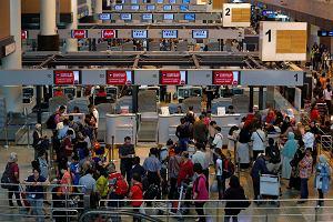 """""""Poważna awaria samolotu"""". Ponad 300 Polaków utknęło w Tajlandii. Zabrano im paszporty"""