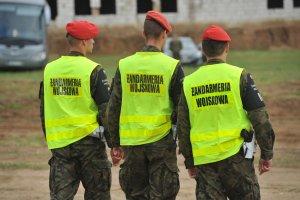 Korupcja w polskim wojsku. Zatrzymano 12 os�b. Mieli wchodzi� w sk�ad zorganizowanej grupy przest�pczej