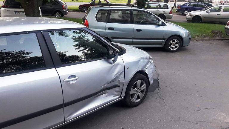 Łódź. Chciał przeparkować samochód i uszkodził pięć aut