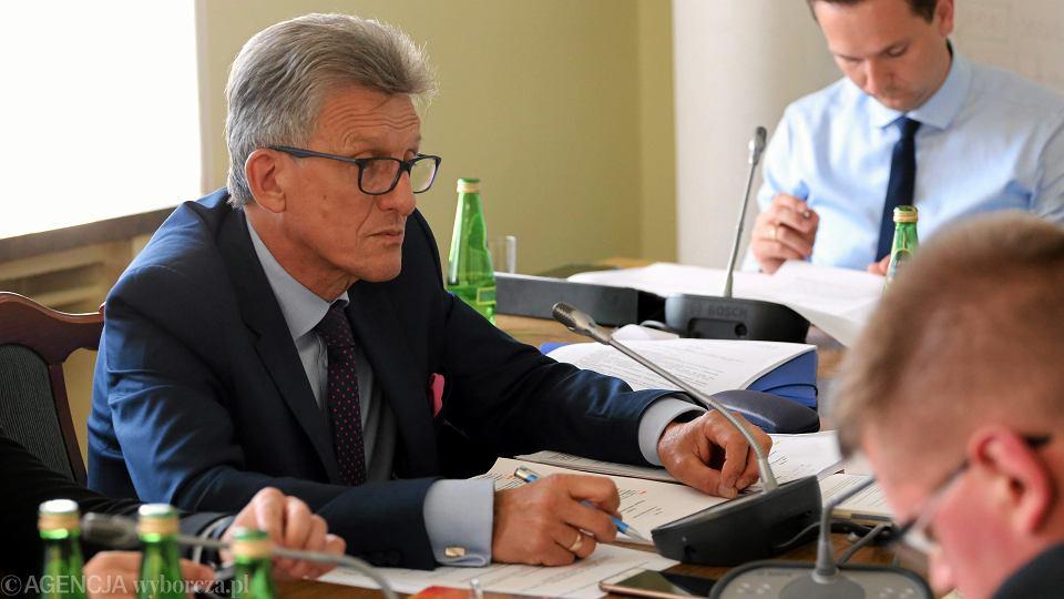 Poseł Piotrowicz podczas posiedzenia Sejmowej Komisji Sprawiedliwościowi i Praw Człowieka .