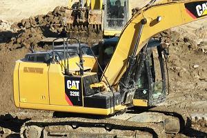 Podkarpackie: Przewo�ona koparka uszkodzi�a wiadukt. Zablokowana DK 9 i wstrzymany ruch poci�g�w