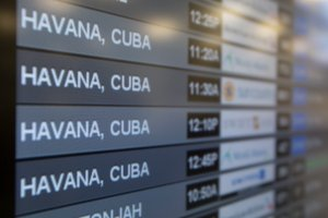 Kuba�czycy si� ciesz�, bo Obama luzuje embargo