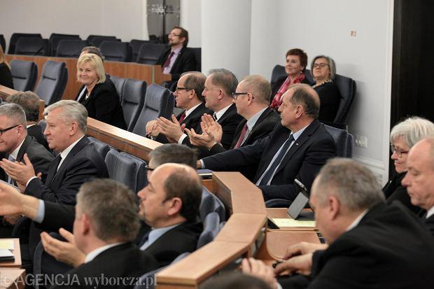 Posiedzenie Senatu. Izba przyj�a m.in ustaw� o s�u�bie cywilnej