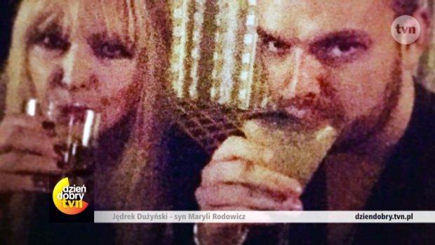 """Jędrzej Dużyński to najmłodsze dziecko Maryli Rodowicz i Andrzeja Dużyńskiego. Na co dzień mieszka w Londynie. Jak układają się ich relacje?  Całą rozmowę zobaczyć będziecie mogli w poniedziałek w """"Dzień Dobry TVN""""."""