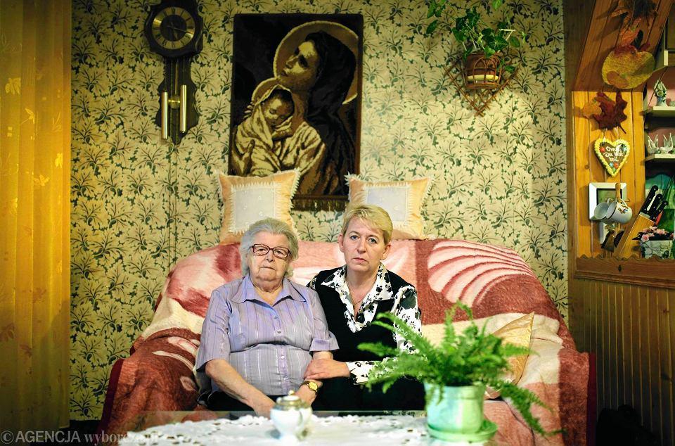 Eleonora Martynus z córką Jolantą Rotko. Czynsz za mieszkanie w spółdzielni Sokolnia opłacała przez 40 lat. Od komornika dowiedziała się, że musi udostępnić lokal na licytację. Nowy właściciel już wystąpił o eksmisję