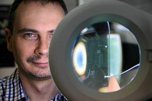 Dolnośląscy naukowcy tworzą mikrokapsułki, które zagłodzą nowotwory