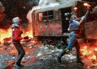 Ukraina nad przepa�ci�. Pola�a si� krew