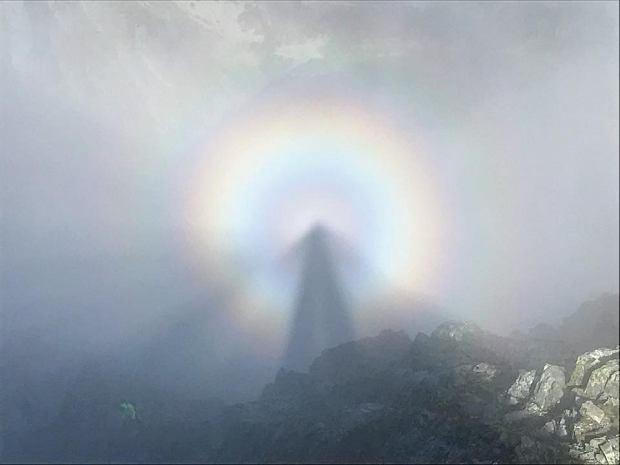 W Tatrach panują bardzo dobre warunki do obserwacji widma Brockenu. Internauci chwalą się zdjęciami słynnego zjawiska