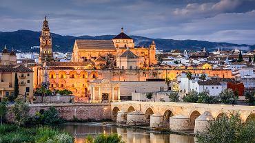 Najgłośniejszy spór pomiędzy państwem a Kościołem hiszpańskim toczy się o własność meczetu w Kordobie.