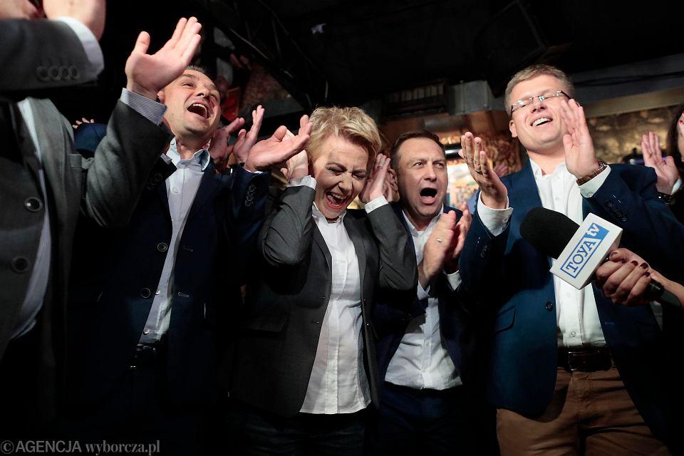 Wybory 2018. Sztab Hanny Zdanowskiej podczas ogłoszenia wyników