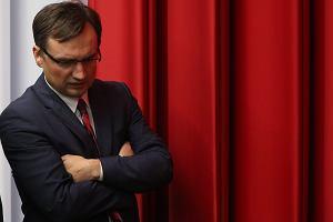 """Tajemnicza darowizna dla partii Ziobry. """"Newsweek"""" o kolejnych niejasnościach w finansach Solidarnej Polski"""