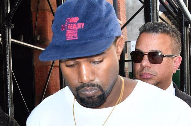 Kanye West już od tygodnia przebywa w szpitalu i nie zapowiada się, żeby miał go szybko opuścić. Stan zdrowia rapera jest dużo poważniejszy, niż początkowo sądzono.