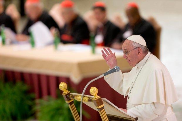 Papie� chce decentralizacji Ko�cio�a. Biskupi zgotowali mu owacj� na stoj�co