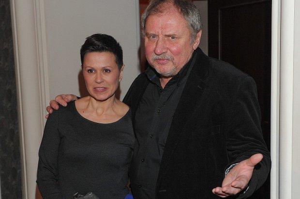 """Andrzej Grabowski skomentował plotki o rozwodzie z Anitą Kruszewską. Nie zaprzeczył im. Stanowczo jednak podkreślił, że """"nie ma żadnej kobiety i nie układa sobie życia na nowo""""."""