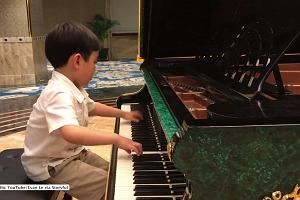 Kiedy usłyszycie, jak ten uroczy 5-latek gra utwór Chopina, będziecie pod wrażeniem
