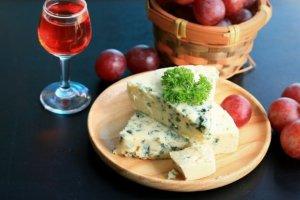 Sery pleśniowe: bogactwo smaku, dobrego białka i...