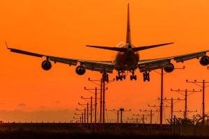 Jak szukać lotów czarterowych? Kilka porad, jak do minimum obniżyć koszt wakacyjnych przelotów [Z FORUM]