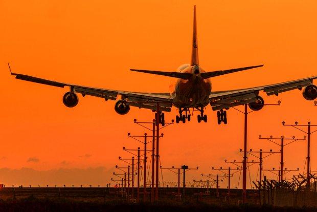 Jak szuka� lot�w czarterowych? Kilka porad, jak do minimum obni�y� koszt wakacyjnych przelot�w [Z FORUM]