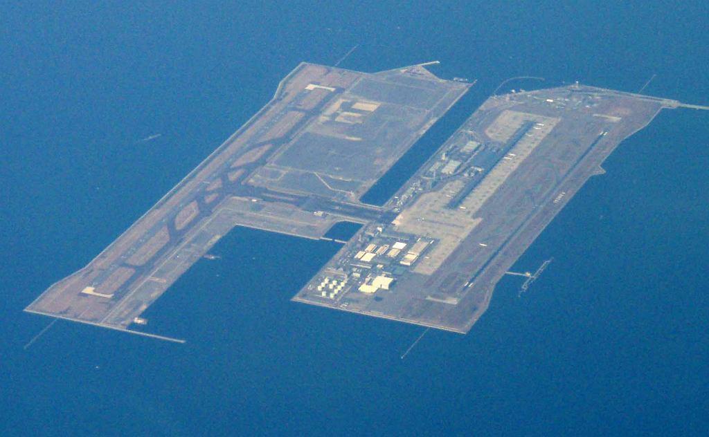 Lotnisko Kansai, widok z lotu ptaka (fot. Tdk / Wikimedia.org / CC BY-SA 3.0)