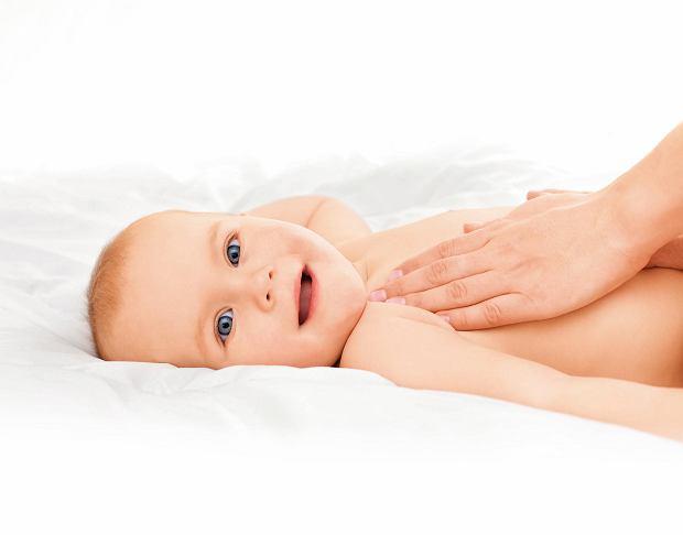 Jak masować brzuch niemowlaka?