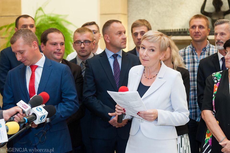 Prezentacja kandydatów Prawa i Sprawiedliwości w wyborach samorządowych przez Mirosławę Stachowiak-Różecką